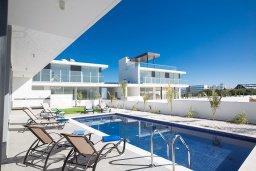 Бассейн. Кипр, Санрайз Протарас : Современная вилла с 5-ю спальнями, 4-мя ванными комнатами, с бассейном,и приватным двориком с тенистой террасой с патио и барбекю, расположена недалеко от пляжа Sunrise Beach