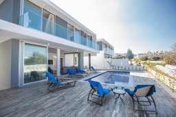 Фасад дома. Кипр, Санрайз Протарас : Современная вилла с 5-ю спальнями, 4-мя ванными комнатами, с бассейном,и приватным двориком с тенистой террасой с патио и барбекю, расположена недалеко от пляжа Sunrise Beach