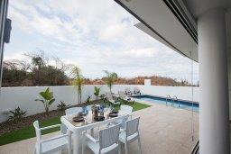 Обеденная зона. Кипр, Санрайз Протарас : Современная вилла с 2-мя спальнями, с бассейном и приватным двориком с тенистой террасой с патио и барбекю, расположена недалеко от пляжа Sunrise Beach