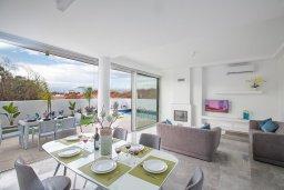 Гостиная. Кипр, Санрайз Протарас : Современная вилла с 2-мя спальнями, с бассейном и приватным двориком с тенистой террасой с патио и барбекю, расположена недалеко от пляжа Sunrise Beach