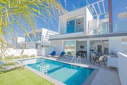 Фасад дома. Кипр, Санрайз Протарас : Современная вилла с 2-мя спальнями, с бассейном и приватным двориком с тенистой террасой с патио и барбекю, расположена недалеко от пляжа Sunrise Beach