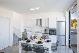 Кухня. Кипр, Санрайз Протарас : Современная вилла с 2-мя спальнями, с бассейном и приватным двориком с тенистой террасой с патио и барбекю, расположена недалеко от пляжа Sunrise Beach