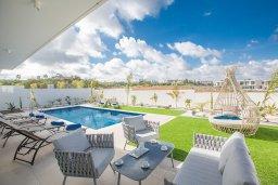 Бассейн. Кипр, Санрайз Протарас : Современная вилла с 3-мя спальнями, 3-мя ванными комнатами, с бассейном,и приватным двориком с тенистой террасой с патио и барбекю, расположена недалеко от пляжа Sunrise Beach