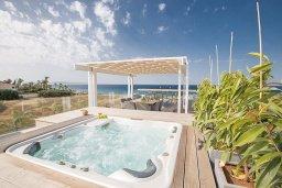Территория. Кипр, Каппарис : Роскошная вилла с 3-мя спальнями, с бассейном, потрясающей террасой на крыше с патио, джакузи и невероятным видом на Средиземное море