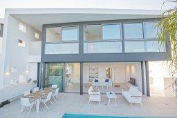 Фасад дома. Кипр, Каппарис : Роскошная вилла с видом на море, с 3-мя спальнями, с бассейном, солнечной террасой с патио и барбекю, расположена недалеко от пляжа Firemans Beach