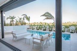 Обеденная зона. Кипр, Каппарис : Роскошная вилла с видом на море, с 3-мя спальнями, с бассейном, солнечной террасой с патио и барбекю, расположена недалеко от пляжа Firemans Beach
