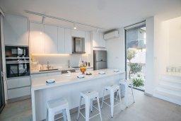 Кухня. Кипр, Каппарис : Роскошная вилла с видом на море, с 3-мя спальнями, с бассейном, солнечной террасой с патио и барбекю, расположена недалеко от пляжа Firemans Beach