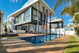 Фасад дома. Кипр, Каппарис : Роскошная вилла с 3-мя спальнями, с бассейном, потрясающей террасой на крыше с джакузи и панорамным видом на Средиземное море, расположена в популярном курортном районе Каппарис