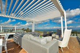 Патио. Кипр, Каппарис : Роскошная вилла с 3-мя спальнями, с бассейном, потрясающей террасой на крыше с джакузи и панорамным видом на Средиземное море, расположена в популярном курортном районе Каппарис