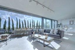 Гостиная. Кипр, Каппарис : Роскошная вилла с 3-мя спальнями, с бассейном, потрясающей террасой на крыше с джакузи и панорамным видом на Средиземное море, расположена в популярном курортном районе Каппарис