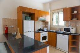 Кухня. Кипр, Св. Рафаэль Лимассол : Прекрасная вилла в 100 метрах от пляжа в комплексе с бассейном, 2 спальни, терраса, Wi-Fi