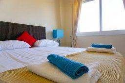 Спальня. Кипр, Си Кейвз : Апартамент в комплексе с бассейном, с гостиной, двумя спальнями и большим балконом с видом на море