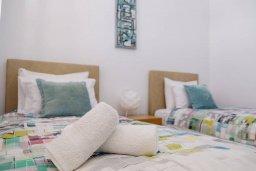 Спальня 2. Кипр, Пафос город : Апартамент в комплексе с бассейном, с гостиной, двумя спальнями и балконом