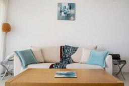 Гостиная. Кипр, Пафос город : Апартамент в комплексе с бассейном, с гостиной, двумя спальнями и балконом
