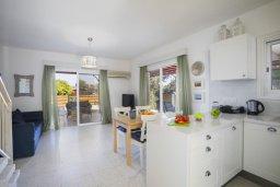 Гостиная. Кипр, Менеу : Уютная вилла с 2-мя спальнями, с зеленым двориком и патио с барбекю