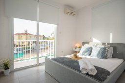 Спальня. Кипр, Ионион - Айя Текла : Роскошная пляжная вилла с зеленой лужайкой, 3 спальни, 3 ванные комнаты, барбекю, парковка, Wi-Fi