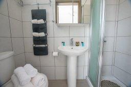 Ванная комната. Кипр, Ионион - Айя Текла : Роскошная пляжная вилла с зеленой лужайкой, 3 спальни, 3 ванные комнаты, барбекю, парковка, Wi-Fi