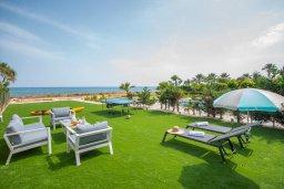 Территория. Кипр, Ионион - Айя Текла : Роскошная пляжная вилла с зеленой лужайкой, 3 спальни, 3 ванные комнаты, барбекю, парковка, Wi-Fi