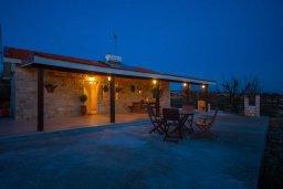 Фасад дома. Кипр, Какопетрия : Коттедж на окраине деревни Васа, в самом сердце региона Красохориа, с 3 спальнями, 1 ванной комнатой и частной парковкой