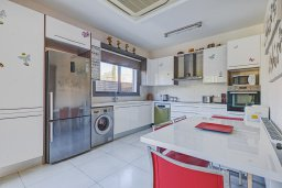 Кипр, Пареклисия : Современная вилла с бассейном в престижном комплексе, 4 спальни, 4 ванные комнаты, парковка, Wi-Fi