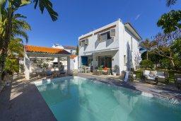 Вид на виллу/дом снаружи. Кипр, Каво Марис Протарас : Очаровательная вилла с 4-мя спальнями, с бассейном, солнечной террасой с патио, перголой и каменным барбекю, расположена недалеко от пляжа Vyzakia Beach