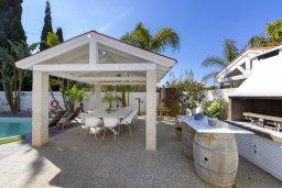 Беседка. Кипр, Каво Марис Протарас : Очаровательная вилла с 4-мя спальнями, с бассейном, солнечной террасой с патио, перголой и каменным барбекю, расположена недалеко от пляжа Vyzakia Beach