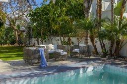 Патио. Кипр, Каво Марис Протарас : Очаровательная вилла с 4-мя спальнями, с бассейном, солнечной террасой с патио, перголой и каменным барбекю, расположена недалеко от пляжа Vyzakia Beach