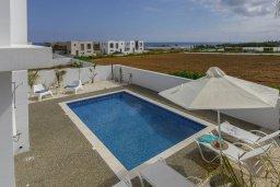 Бассейн. Кипр, Каппарис : Просторная современная вилла с видом на море, с 3-мя спальнями, с бассейном, солнечной террасой и барбекю, расположена в тихом районе Kapparis