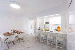 Кипр, Ларнака город : Потрясающий апартамент с панорамным видом на море, с 2-мя спальнями, расположен в 50 метрах от пляжа Mackenzie Beach