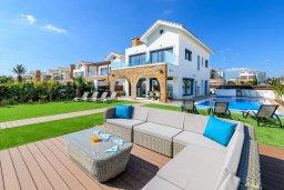 Вид на виллу/дом снаружи. Кипр, Ионион - Айя Текла : Потрясающая вилла с шикарным видом на море, с 5-ю спальнями, с бассейном, джакузи и солнечной террасой с lounge-зоной, расположена на побережье в Ayia Thekla