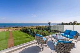 Вид на море. Кипр, Ионион - Айя Текла : Потрясающая вилла с шикарным видом на море, с 5-ю спальнями, с бассейном, джакузи и солнечной террасой с lounge-зоной, расположена на побережье в Ayia Thekla
