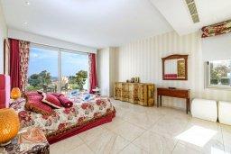 Спальня 2. Кипр, Каво Марис Протарас : Шикарная вилла с потрясающим видом на море, с 5-ю спальнями, тенистой террасой с патио и lounge-зоной, расположена на побережье в престижном комплексе в Протарасе