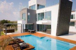 Вид на виллу/дом снаружи. Кипр, Аммос - Лимнария Бич : Современная вилла с видом на Средиземное море, с 3-мя спальнями, бассейном с джакузи, солнечной террасой на крыше, расположена в 150м от набережной и в 450м от пляжа Limnara Beach