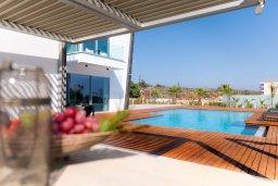 Бассейн. Кипр, Аммос - Лимнария Бич : Современная вилла с видом на Средиземное море, с 3-мя спальнями, бассейном с джакузи, солнечной террасой на крыше, расположена в 150м от набережной и в 450м от пляжа Limnara Beach