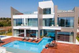 Вид на виллу/дом снаружи. Кипр, Аммос - Лимнария Бич : Шикарная вилла с видом на Средиземное море, с 3-мя спальнями, бассейном с джакузи, солнечной террасой на крыше, расположена в 150м от набережной и в 450м от пляжа Limnara Beach