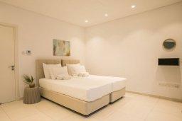 Спальня 2. Кипр, Аммос - Лимнария Бич : Шикарная вилла с видом на Средиземное море, с 3-мя спальнями, бассейном с джакузи, солнечной террасой на крыше, расположена в 150м от набережной и в 450м от пляжа Limnara Beach
