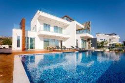Вид на виллу/дом снаружи. Кипр, Аммос - Лимнария Бич : Шикарная современная вилла с панорамным видом на море, с 4-мя спальнями, с большим бассейном с джакузи, расположена рядом с пляжем Ammos tou Kambouri beach