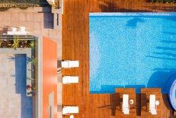 Бассейн. Кипр, Аммос - Лимнария Бич : Эксклюзивная вилла с видом на Средиземное море, с 3-мя спальнями, пейзажным бассейном с джакузи, террасой на крыше, расположена в 200м от небольшой уединенной песчаной бухты