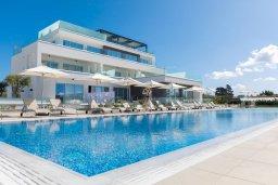 Вид на виллу/дом снаружи. Кипр, Центр Айя Напы : Потрясающий апартамент с отдельной спальней, расположен в современном комплексе с бассейном в центре Ayia Napa