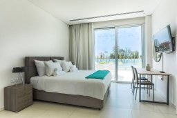 Спальня. Кипр, Центр Айя Напы : Потрясающий апартамент с отдельной спальней, расположен в современном комплексе с бассейном в центре Ayia Napa