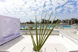 Балкон. Кипр, Центр Айя Напы : Потрясающий апартамент с отдельной спальней, расположен в современном комплексе с бассейном в центре Ayia Napa