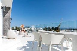 Балкон. Кипр, Центр Айя Напы : Шикарный пентхаус с 3-мя спальнями, с балконом, расположен в современном комплексе с бассейном в центре Ayia Napa