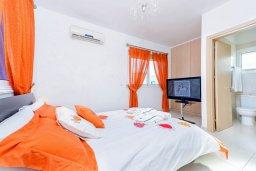 Спальня. Кипр, Каппарис : Потрясающая вилла с видом на Средиземное море, с 3-мя спальнями, с бассейном, террасой на крыше, расположена недалеко от пляжа Firemans Beach