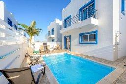 Бассейн. Кипр, Каппарис : Потрясающая вилла с видом на Средиземное море, с 3-мя спальнями, с бассейном, террасой на крыше, расположена недалеко от пляжа Firemans Beach