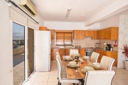 Кухня. Кипр, Центр Айя Напы : Очаровательная вилла с 2-мя спальнями, приватным двориком с патио и барбекю, расположена в 500м от песчаного пляжа Nissi Beach