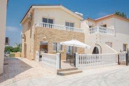 Вид на виллу/дом снаружи. Кипр, Центр Айя Напы : Очаровательная вилла с 2-мя спальнями, приватным двориком с патио и барбекю, расположена в 500м от песчаного пляжа Nissi Beach