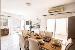 Обеденная зона. Кипр, Центр Айя Напы : Очаровательная вилла с 2-мя спальнями, приватным двориком с патио и барбекю, расположена в 500м от песчаного пляжа Nissi Beach