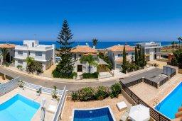 Вид на море. Кипр, Коннос Бэй : Прекрасная вилла с видом на Средиземное море, с 3-мя спальнями, с бассейном, расположена недалеко от пляжа Mimosa Beach