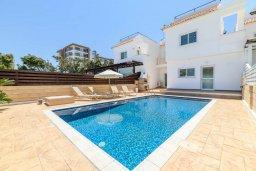 Вид на виллу/дом снаружи. Кипр, Коннос Бэй : Прекрасная вилла с видом на Средиземное море, с 3-мя спальнями, с бассейном, расположена недалеко от пляжа Mimosa Beach