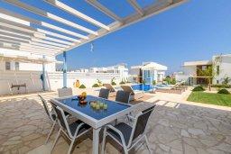 Терраса. Кипр, Каво Марис Протарас : Потрясающая современная вилла с террасой на крыше с видом на Средиземное море, с 3-мя спальнями, с бассейном, тенистой верандой с патио и барбекю, расположена в популярном районе Green Bay